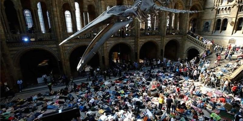 Die-in in Natural History Museum. Yermandy, wikipedia