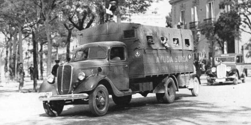 black and white photo of truck from Spanish Civil War