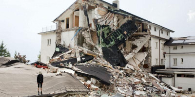 Colour photograph of a building destroyed by earthquake, Photo by Eva Frapiccini