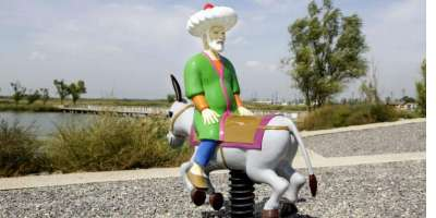 Molla Nasreddin the Antimodern (2012). Fibreglass, lacquer paint, steel, 180 × 180 × 80.